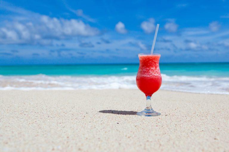 4 idées de cocktails pour un été ensoleillé avec Titiranol !